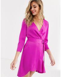 Tilly - Vestito a portafoglio con volant di The East Order in Pink