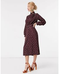 Vestito midi accollato con cintura bordeaux con stampa a pois cipria di Closet in Pink