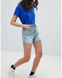 Mom shorts a vita alta con fondo grezzo di Weekday in Blue