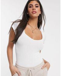 Body con scollo a cuore e maniche ad aletta bianco di ASOS in White