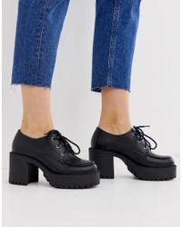 Zapatos gruesos con tacón y cordones en negro Truffle Collection de color Black