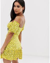 Robe Bardot à petites fleurs PRETTYLITTLETHING en coloris Yellow
