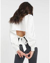 Camisa de satén de manga larga con abertura en la espalda en color marfil de -Blanco ASOS de color White