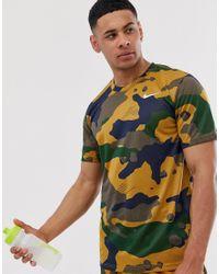 Nike T-shirt Met Camouflageprint In Bruin in het Brown voor heren