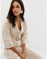Tuta jumpsuit comoda i lino a righe con fibbia di Native Youth in Natural