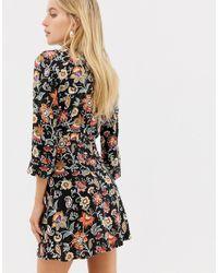 Robe chemise courte cache-cœur Stradivarius en coloris Black