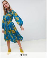 Robe portefeuille mi-longue avec lien à nouer au col motif floral River Island en coloris Blue