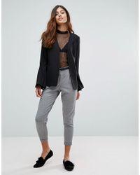 Pantaloni con pinces e cintura di Vero Moda in Gray