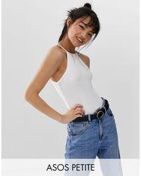 ASOS DESIGN Petite - Body sans manches avec encolure carrée haute ASOS en coloris White