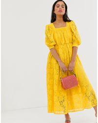 Robe babydoll mi-longue en dentelle Sister Jane en coloris Yellow