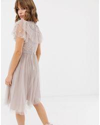 Robe patineuse en tulle avec corsage brodé Needle & Thread en coloris Pink