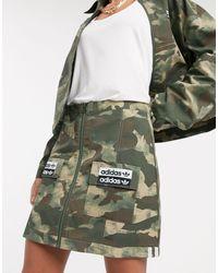RYV - Gonna mimetica con tasca applicata di Adidas Originals in Green