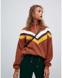 Maglione marrone fantasia con zip corta di New Look in Brown