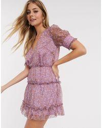 Vestido corto escalonado con estampado en violeta The East Order de color Multicolor