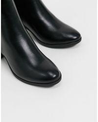 Bottines en similicuir à talon mi-haut avec détail à l'arrière Truffle Collection en coloris Black
