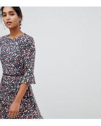 Vestito da giorno a fiorellini con maniche svasate di Oasis in Multicolor
