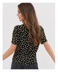 T-shirt nera a fiorellini di Pull&Bear in Black