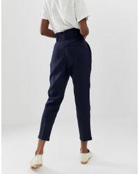 Pantalones pegleg con cintura anudada y pernera tapered de lino ASOS de color Blue
