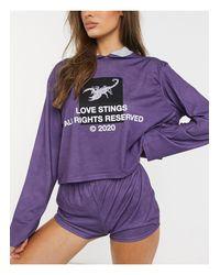 """Felpa da casa viola con cappuccio con scritta """"Love Stings"""" di Adolescent Clothing in Purple"""