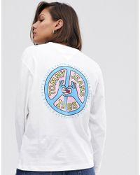 T-shirt in cotone organico a maniche lunghe con logo a simbolo della pace di Tommy Hilfiger in White