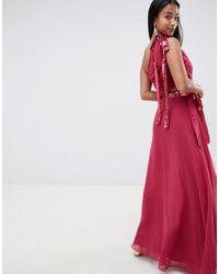Robe longue avec nœud à sequins et découpe ASOS en coloris Red