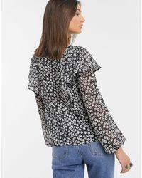 Blusa con maniche con laccetti bianca e nera stampata di TOPSHOP in Black