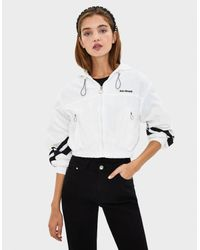 Cazadora de nylon con capucha Bershka de color White