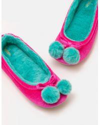 Slippers à pompons en velours Boden en coloris Multicolor