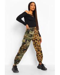 Pantalones De Camuflaje En Contraste Boohoo de color Green
