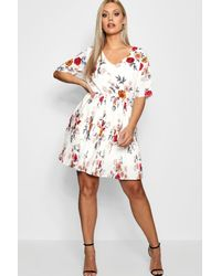 Lyst - Boohoo Plus Floral Pleated Skater Dress in White 4b9d00bac