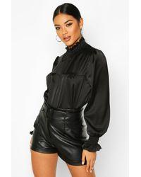Satin High Neck Shirred Cuff Top Boohoo en coloris Black