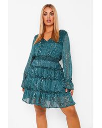 Plus Star Print Tiered Skater Dress Boohoo de color Green