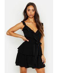 Robe Mini Cache-Cœur Tissée À Volants Boohoo en coloris Black