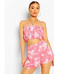 Conjunto De Shorts Con Volante Y Top Estilo Bardot Con Estampado Floral Boohoo de color Pink