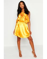 Robe Patineuse Dos Nu En Satin À Volants Boohoo en coloris Yellow