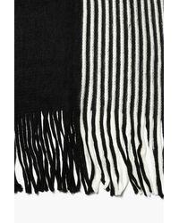 Sciarpa oversize a righe con frange grosse di Boohoo in Black