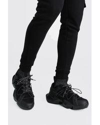 BoohooMAN Robuste Sneaker mit reflektierendem Socken-Einsatz und MAN-Print in Black für Herren
