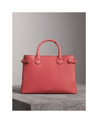 Burberry The Medium Banner In Leather And House Check Cinnamon Red