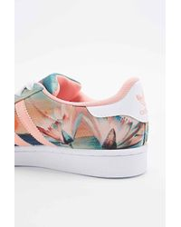 new product 57cc2 0376b adidas Farm Superstar Trainers In Coral - Lyst