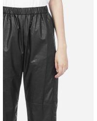 Pantaloni crop sportivi in ecopelle di MM6 by Maison Martin Margiela in Black