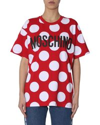 T-SHIRT OVERSIZE FIT IN COTONE A POIS CON LOGO di Moschino in Red