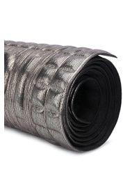 Tapis de yoga à effet métallisé No Ka 'oi en coloris Gray