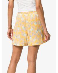Shorts Yuna estampados A Peace Treaty de color Yellow