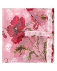 Pañuelo con estampado floral Alexander McQueen de color Pink
