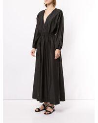 Robe longue à col v Matteau en coloris Black