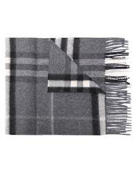 Écharpe à carreaux Burberry en coloris Gray