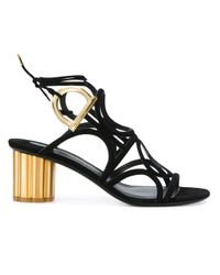 Ferragamo Black Sandalen mit goldfarbenem Blockabsatz