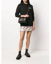 Bandolera con placa del logo Karl Lagerfeld de color Black