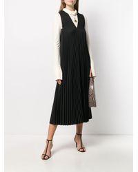 Robe mi-longue plissée à col v Joseph en coloris Black