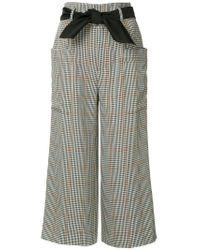 Pantalon crop à carreaux Guild Prime en coloris Gray